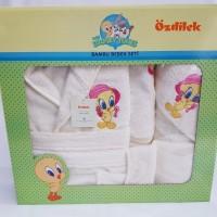 Set de baie cu halat si prosoape pentru copii 0- 2 ani Tweety Crem